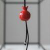 Immagine di collana con melagrana rossa in ceramica
