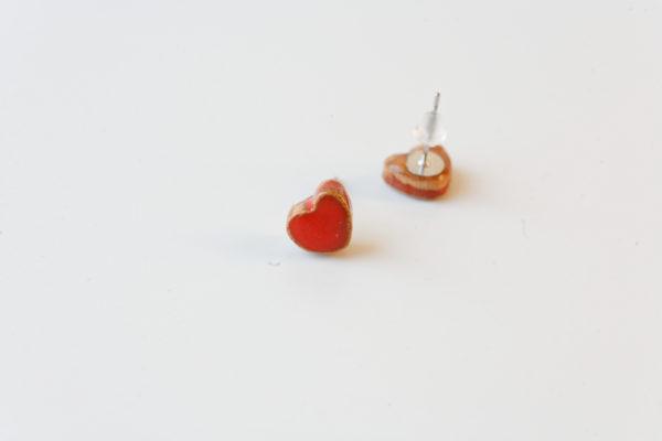 Coppia di orecchini di ceramica a forma di cuore, colore rosso