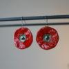 Coppia di orecchini Papavero pendenti. Orecchini fatti a mano in ceramica, colore rosso vivo e base in metallo anallergico.