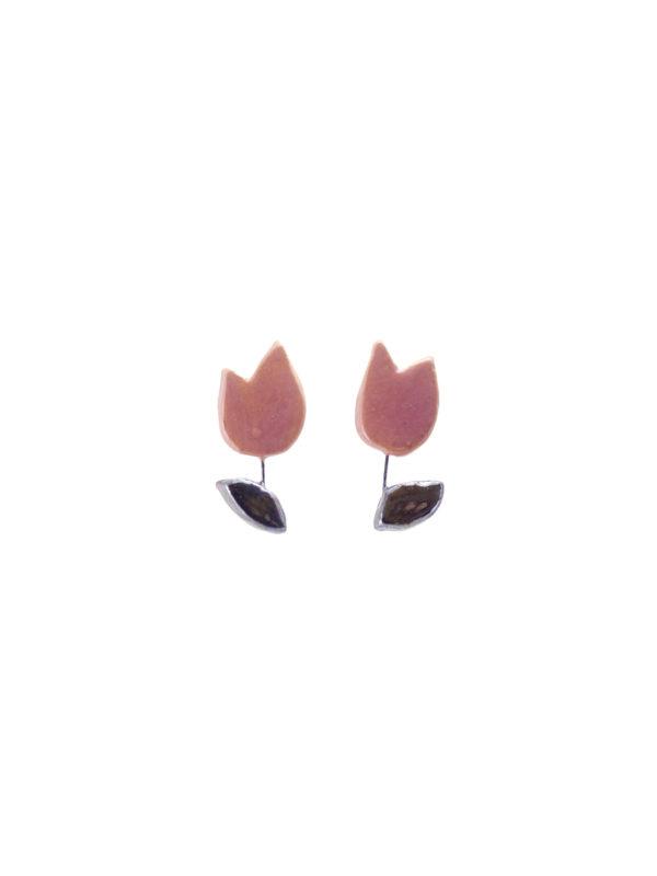Immagine di coppia di orecchini tulipano in ceramica su sfondo bianco.