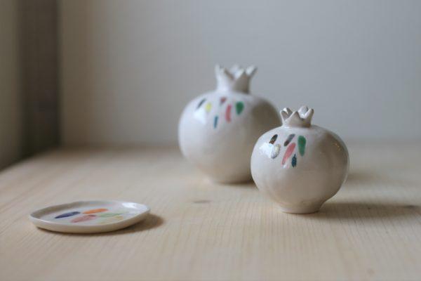 Immagine di cofanetto regalo con melagrane di ceramica colore bianco con decori